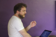 Gareth teaching WordPress.com basics